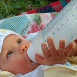Mniej białka w produktach dla niemowląt