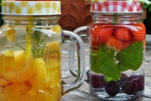 woda z owocami