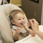 Kiedy wprowadzać pokarmy uzupełniające<br> dla dziecka?