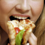 Jesz późno kolację?<br> Zwiększasz ryzyko raka