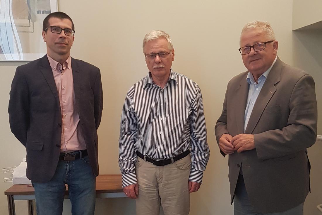 Od lewej : prof. Paweł Wojciechowski, Katedra Prawa Rolnego UW, prof. Krzysztof Ludwicki, Przewodniczący Rady Fundacji, dr Czesław Siekierski, były Przewodniczącym Komisji Rolnictwa i Rozwoju Wsi Parlamentu Europejskiego